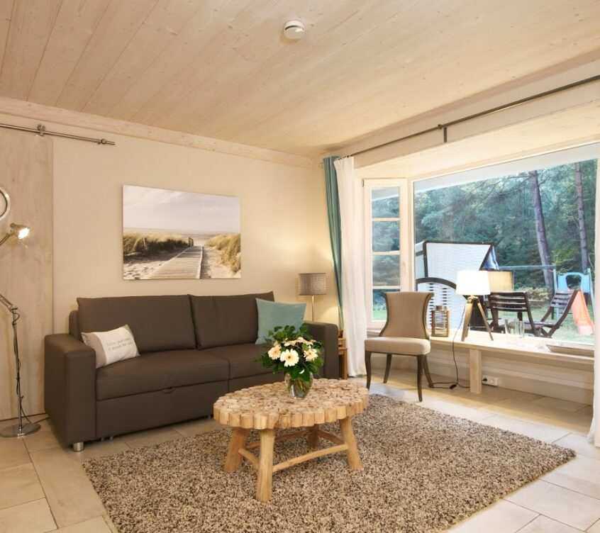 Blankenfohrt-Strandhaus-9-Strandwohnung-Komfort-Erdgeschoss-Wohnbereich-mit-Terrasse