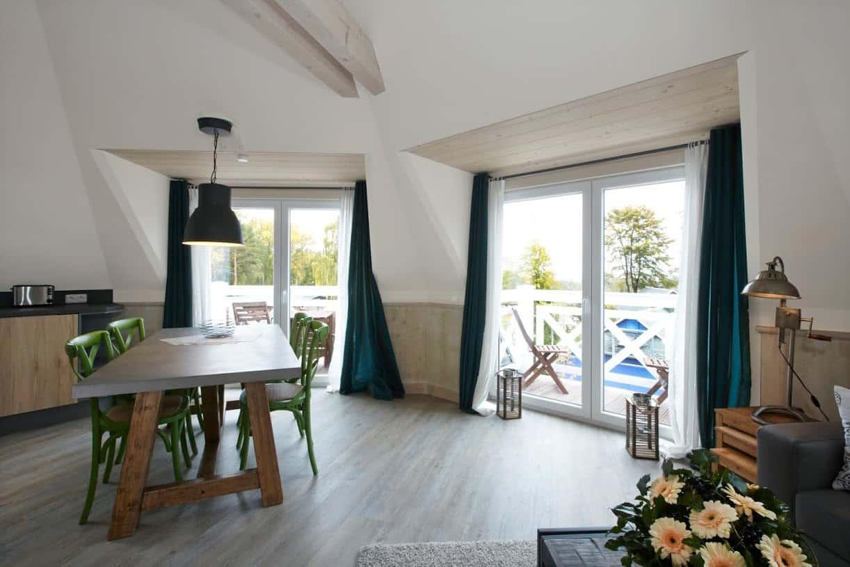Blankenfohrt-Strandhaus-9-Strandwohnung-Turm-Essbereich