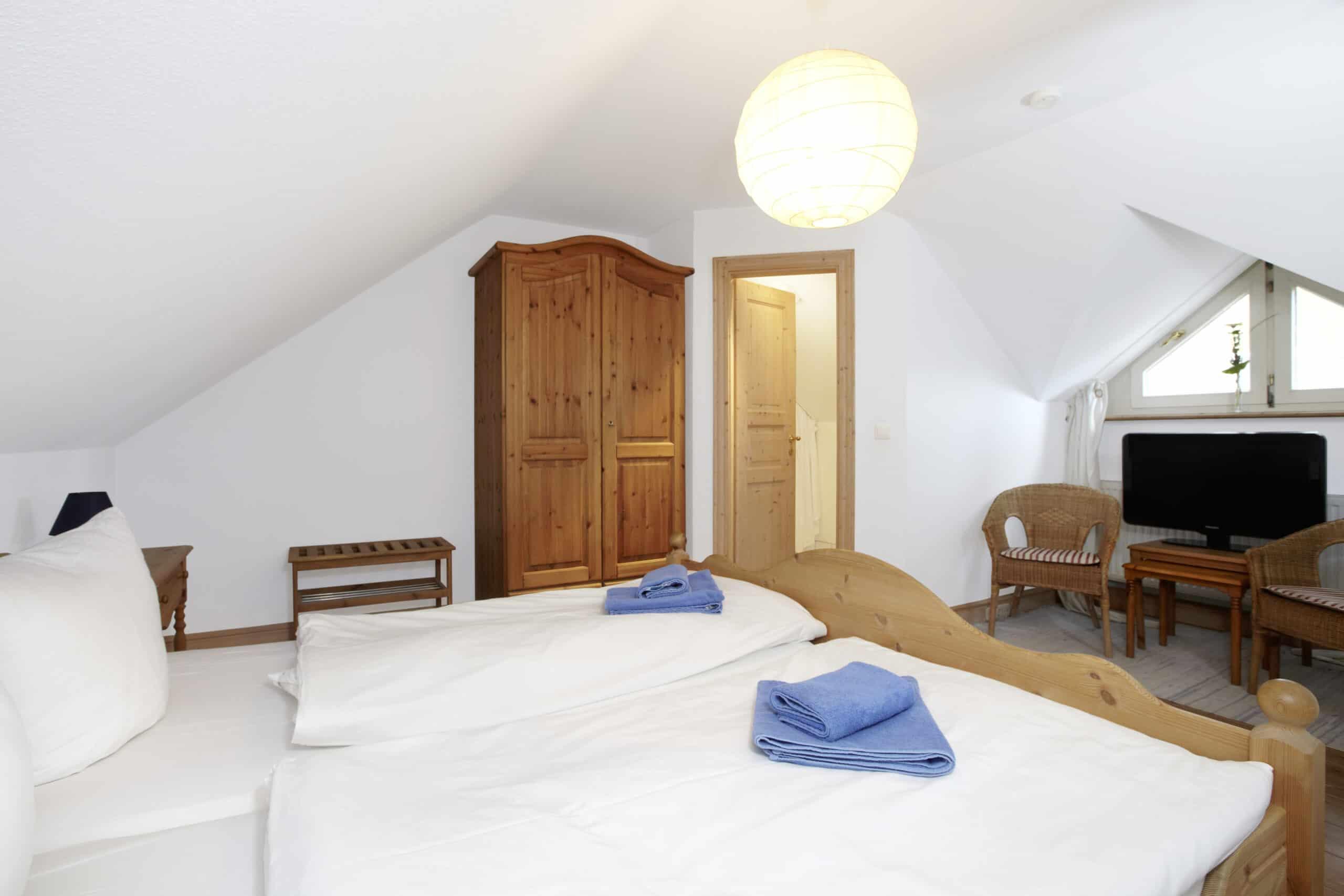 Strandhaeuser Blankenfohrt Schlafzimmer 04 scaled